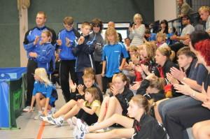 TSV-Nachwuchs mit Trainer Andy Vetter vor der Siegerehrung
