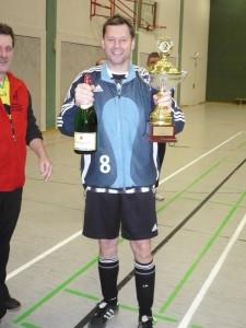 Endlich Thomas mit dem Pokal