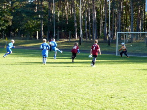 Daniel (12) beim 9m, links startet schon Yannick zum Nachschuss, Mitte Max (9)