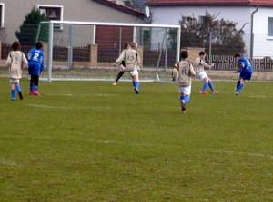 Niklas beim Schuss, li. Florian (2)
