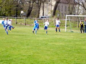 Niklas verlängert gleich zum 0:4, links Yannick, hinten Max