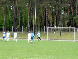 Das Siegtor durch Til (links), in der Mitte Niklas (4)