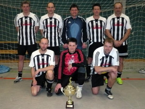 Pokalsieger TSV I hinten v.li. K.Höhne, F.Lüllwitz, U.Wuller, M.Keil, L.Schröter - knieend v.li. S.Krüger, T.Peuschke und G.Leistner.