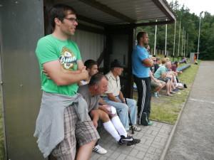 1. Vorsitzender Michael Kaiser und die Auswechselbank sowie unsere Fans