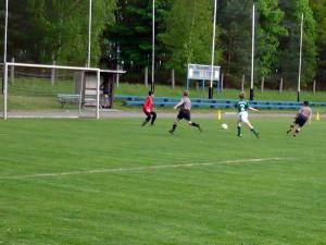 Ramzi (8) schiebt zum 3:1 ein, links Tim (3)