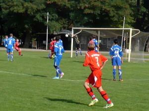 Jakobs (7) Flanke faustet der Torhüter nach vorn, aber der Ball prallt dann zurück ins Tor zum 2:1