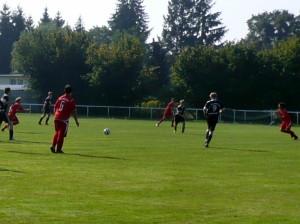 Mittelfeldsprint - links Jakob, rechts Ramzi - Axel (6) und Jannek (hinten) beobachten dies