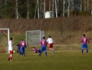 Willi hält wieder, v.li. Yannick (14), Axel (am Boden), Jerremy (4), Luca (7)