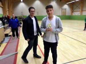 Kevin mit Pokal als Bester Torhüter