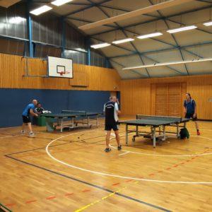 Punktspiel TSV TT 3. Mannschaft gegen Rehbrücke (vorne links Daniel Gocke, vorne rechts Peter Ahlburg)